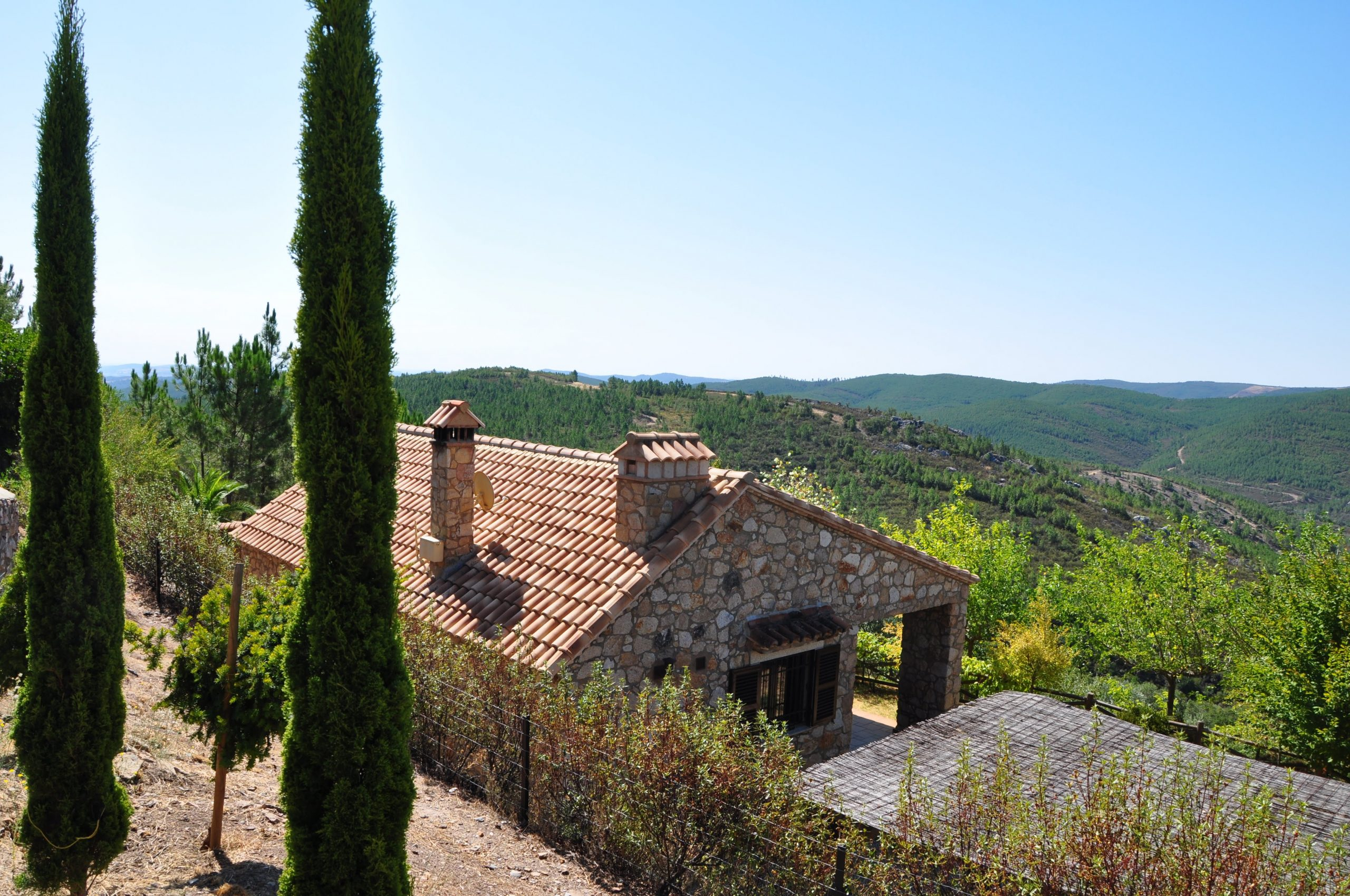חלקה כפרית וקוטג' אבן בולנסיה דה אלקנטרה – ספרד / על גבול פורטוגל   155000 €