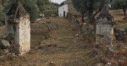 שטח עם 3 מבנים לשיפוץ, 28 הקטאר עם נהר ומפל ב € 240,000